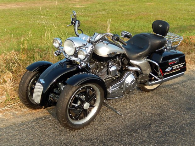 tilting-motor-works-harley-davidson-road-king.jpg