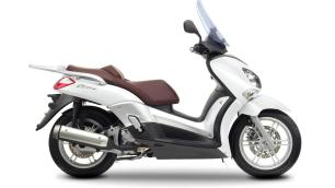 2016-Yamaha-X-CITY-250-EU-Competition-White-Studio-002