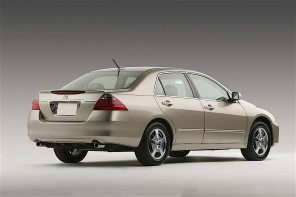 honda-celebrates-four-decades-of-accord-americas-best-selling-car-over-the-pa_25