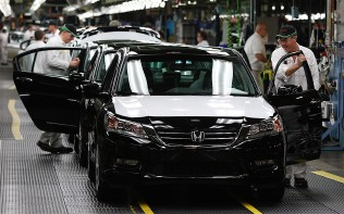 honda-celebrates-four-decades-of-accord-americas-best-selling-car-over-the-pa_27